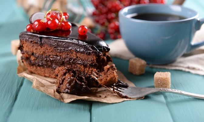 6 Ways To Avoid Mindless Eating At Work
