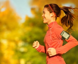 fit girl running with ipod