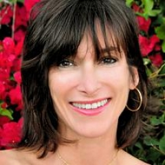 Dr. Dena  Mendes